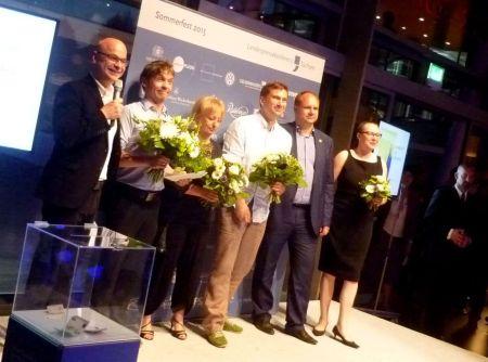Glückliche Preisträger, darunter Tino Moritz (FP, 2.v.l.) und Carola Lauterbach (SZ, 3.v. l.).